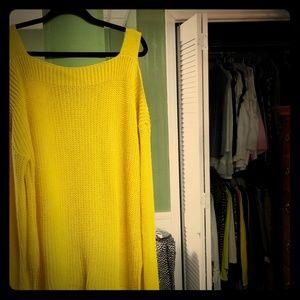 Peep shoulder sweater